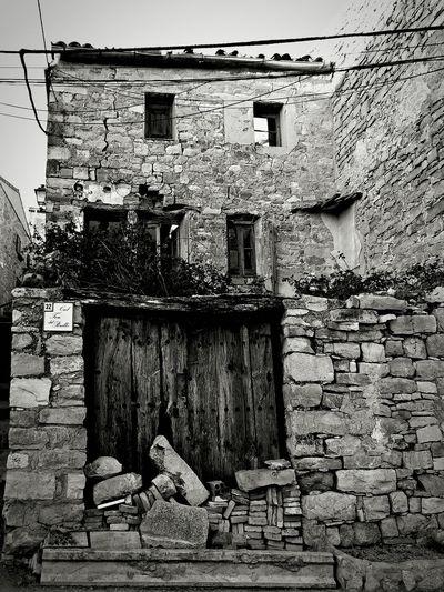 Igerslleida Catalunyaexperience Weekend Ametlladesegarra Lasegarra Esquerda Cracked Pedra Ruina Pas Del Temps