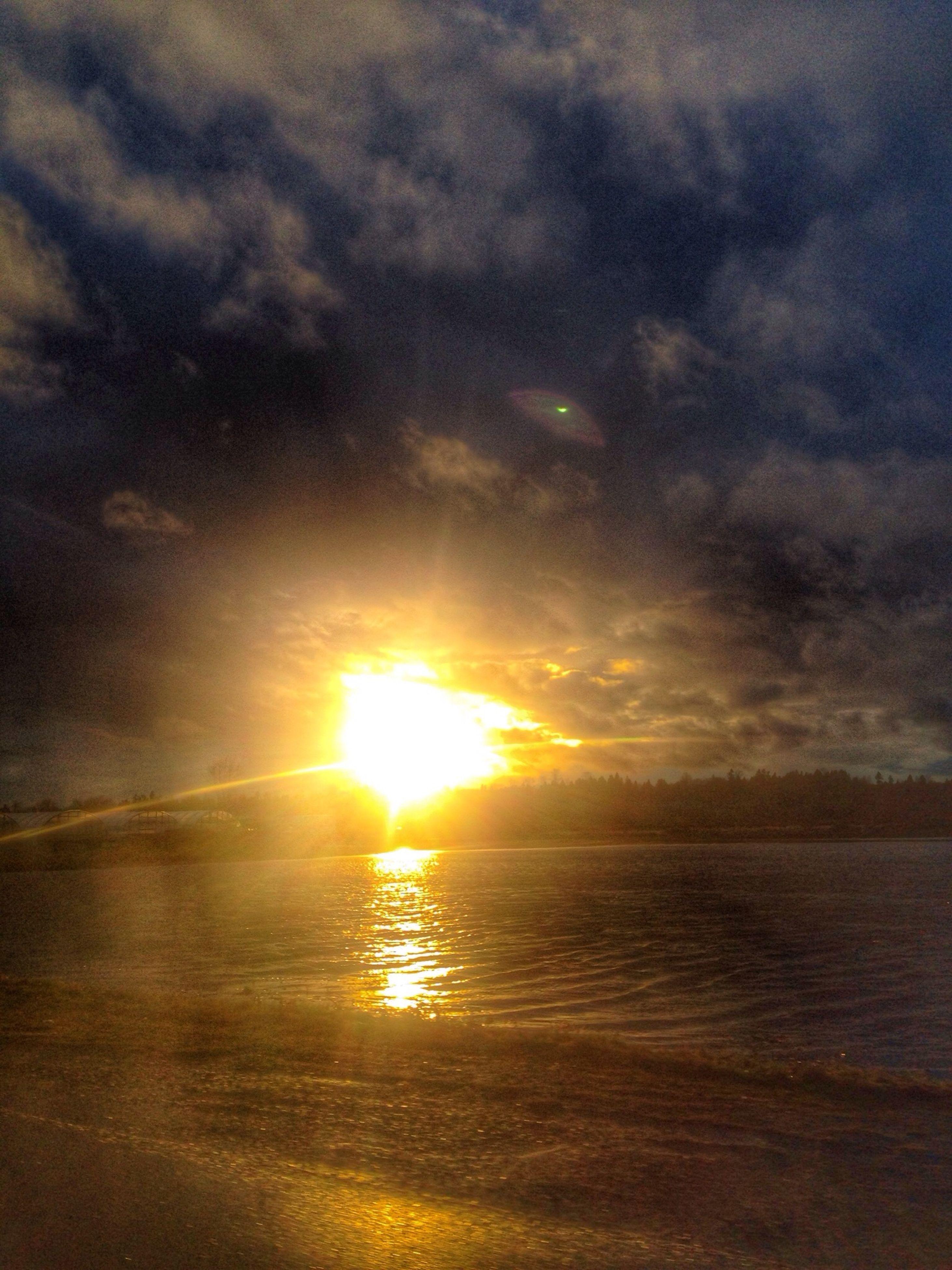 sunset, water, scenics, tranquil scene, beauty in nature, tranquility, sun, sea, sky, reflection, idyllic, cloud - sky, nature, horizon over water, beach, orange color, waterfront, sunlight, cloudy, sunbeam