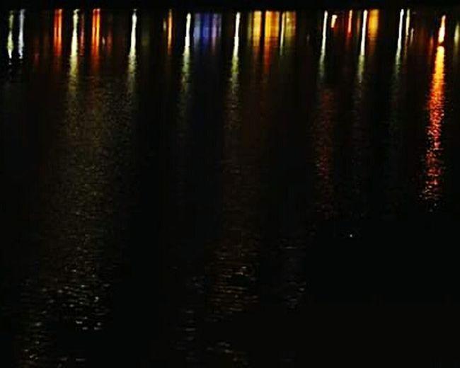 Colores en el rio. Light Reflection Nightphotography Puerto Madero River