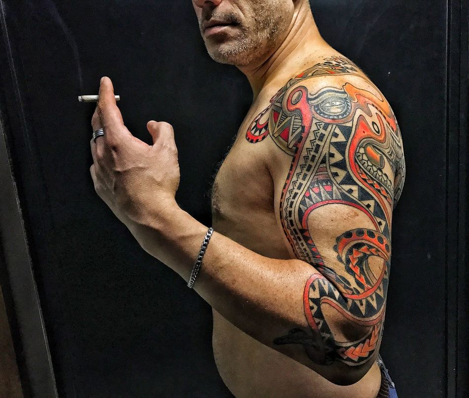 Tattoo Shirtless One Person Men Real People Indoors  Macho Lifestyles Tattooing One Man Only Black Background Close-up Day Adult People Portrait Of A Friend Portrait Gangsters Paradise Attitude Tattoo Life Octopus Tattoomodels Tattooed Tattooing Tattoos