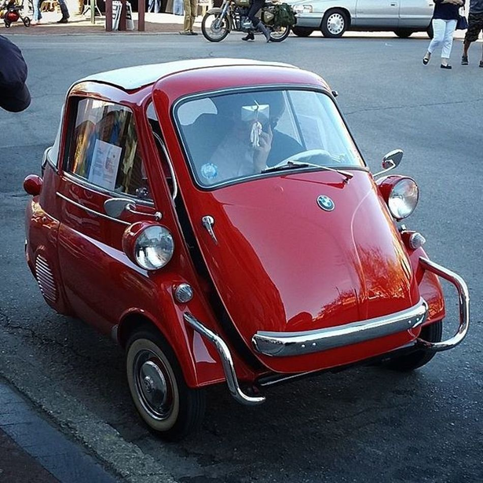 Beautiful example of a Vintage Bmw Isetta spotted in Philadelphia 's HeadhouseSquare this afternoon.... *********** Cats Cars Classiccar Igers_philly Carsofinstagram Southphilly Southphiladelphia Southstreet Germancar Automobile Carspotting
