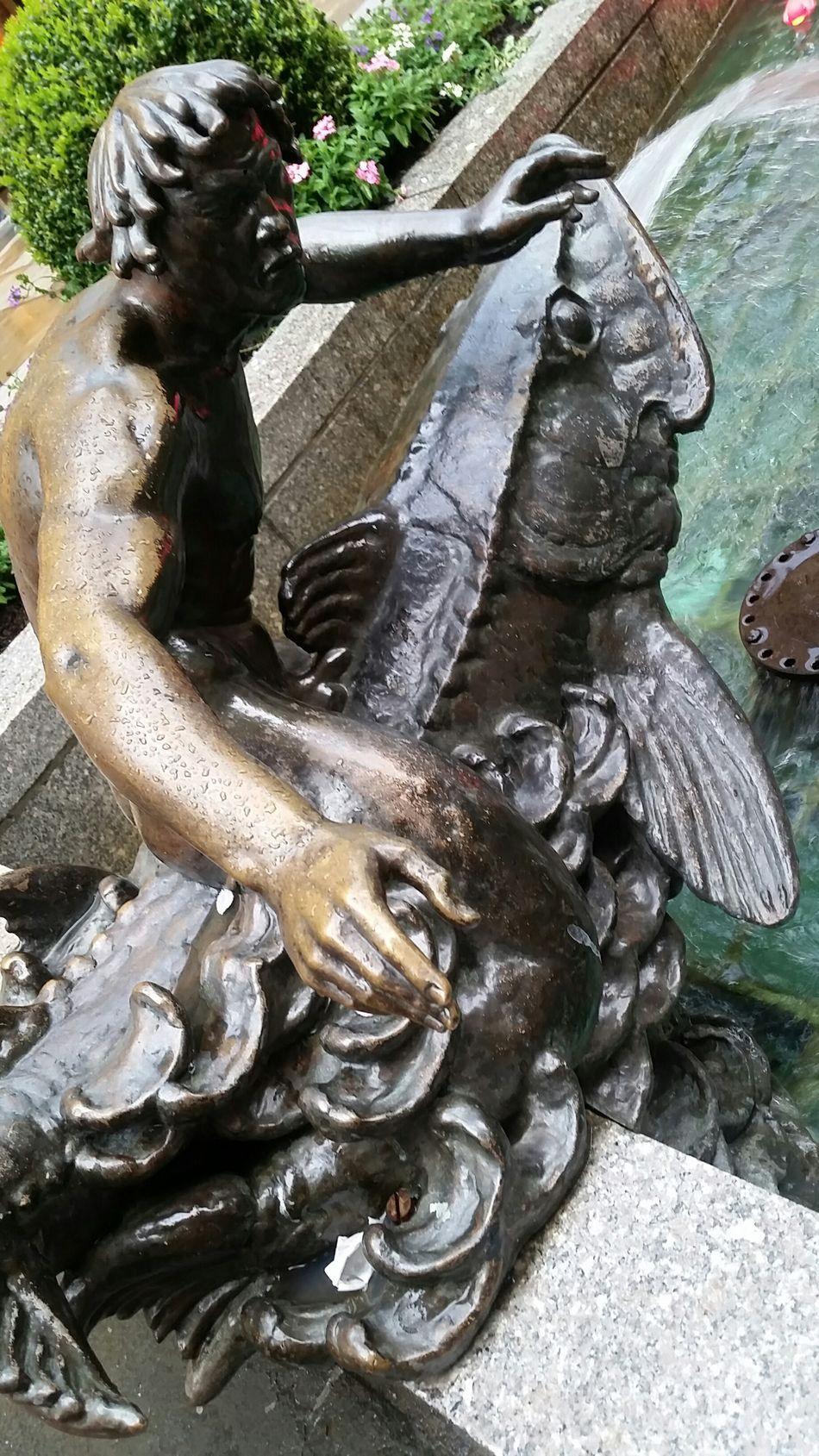 Statue at Rockerfeller Center Statue Rockerfellercenter Rockerfeller Rockerfellerplaza NYC