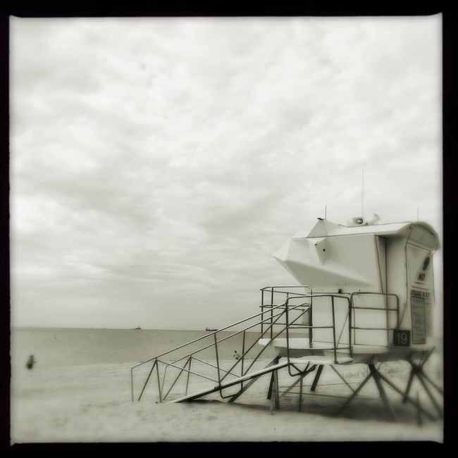 ✨current mood✨ Hipstamatic Annemarie Claunch 72 Monochrome Film Oggl Makebeautiful