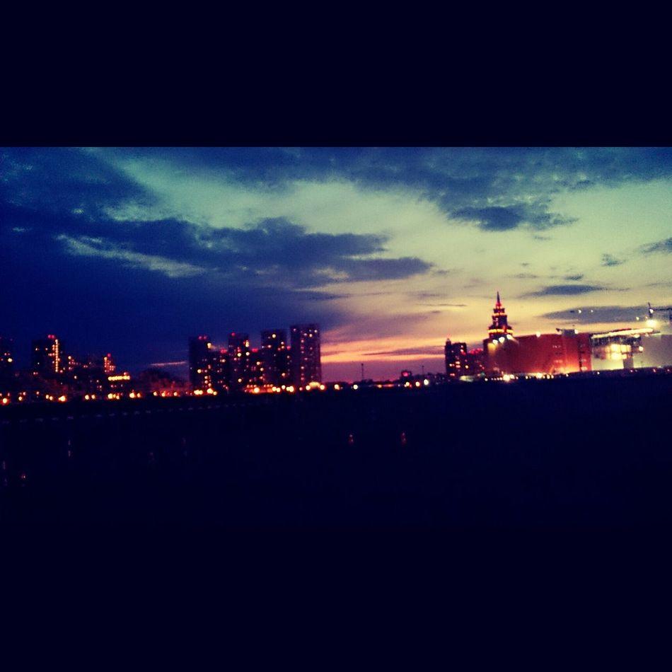 Moscow City Hi World ! ходынское поле Takto Tu Uz Sedi Hodinu...je To Mozne ?! :-D