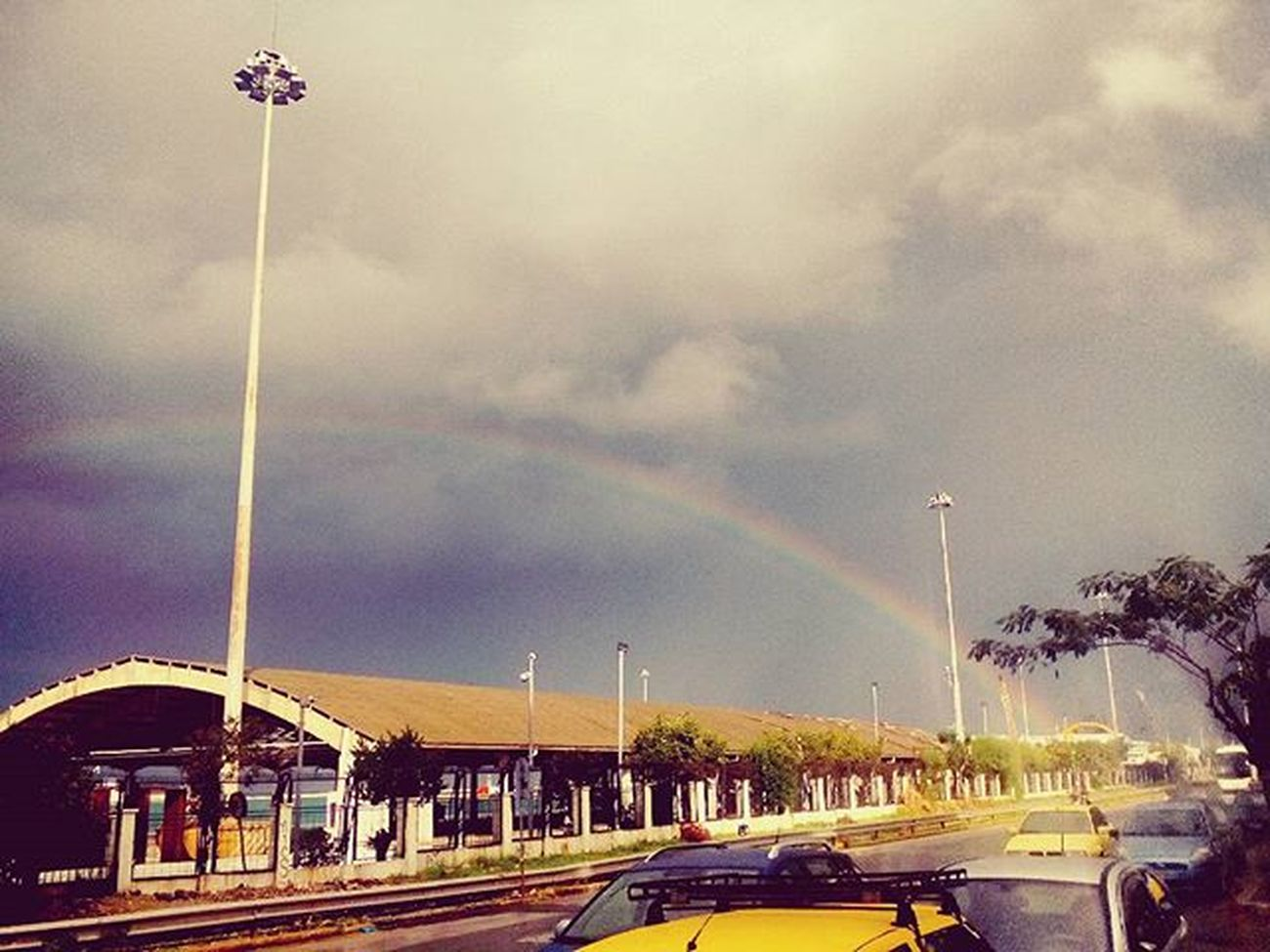 One of the most astonishing Rainbows I have ever seen RainyDay Love Feeling So Vintage Wind Rain Instapatra Insta_patras Happymonday  Monday Lovemondays