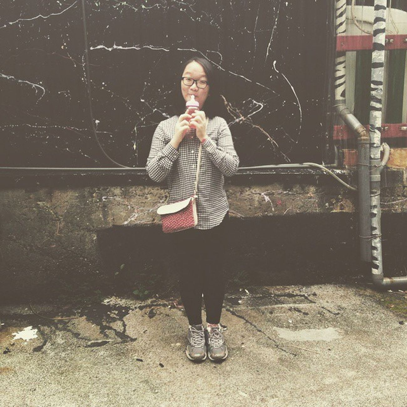 Vscocam Ootd Uniqlo Checkers Blackandwhite Shirt Black Jeggings Sneakers Vintage Bag Streetshot Milkchoc Icecream