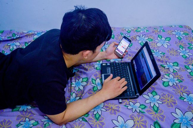 Browsing Internet Addiction Leisure Activity