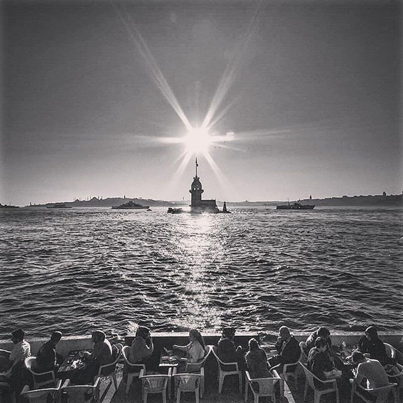 Kız Kulesi... Turkishfollower Altinvizor Awardsturk Bir_dakika Gununkaresi Anlatistanbul Fotografheryerde Hayatakarken Ig_renk Ig_reward Ig_sharepoint Ig_today My_dream_turkey Objektifimden Instagramturkey Istanbuldayasam Objektifindenyansiyanlar Photo_turkey Turk_kadraj Zamanakarsi Safaristanbul Ig_turkey @natgeo @natgeoturkiye Lovefromturkey