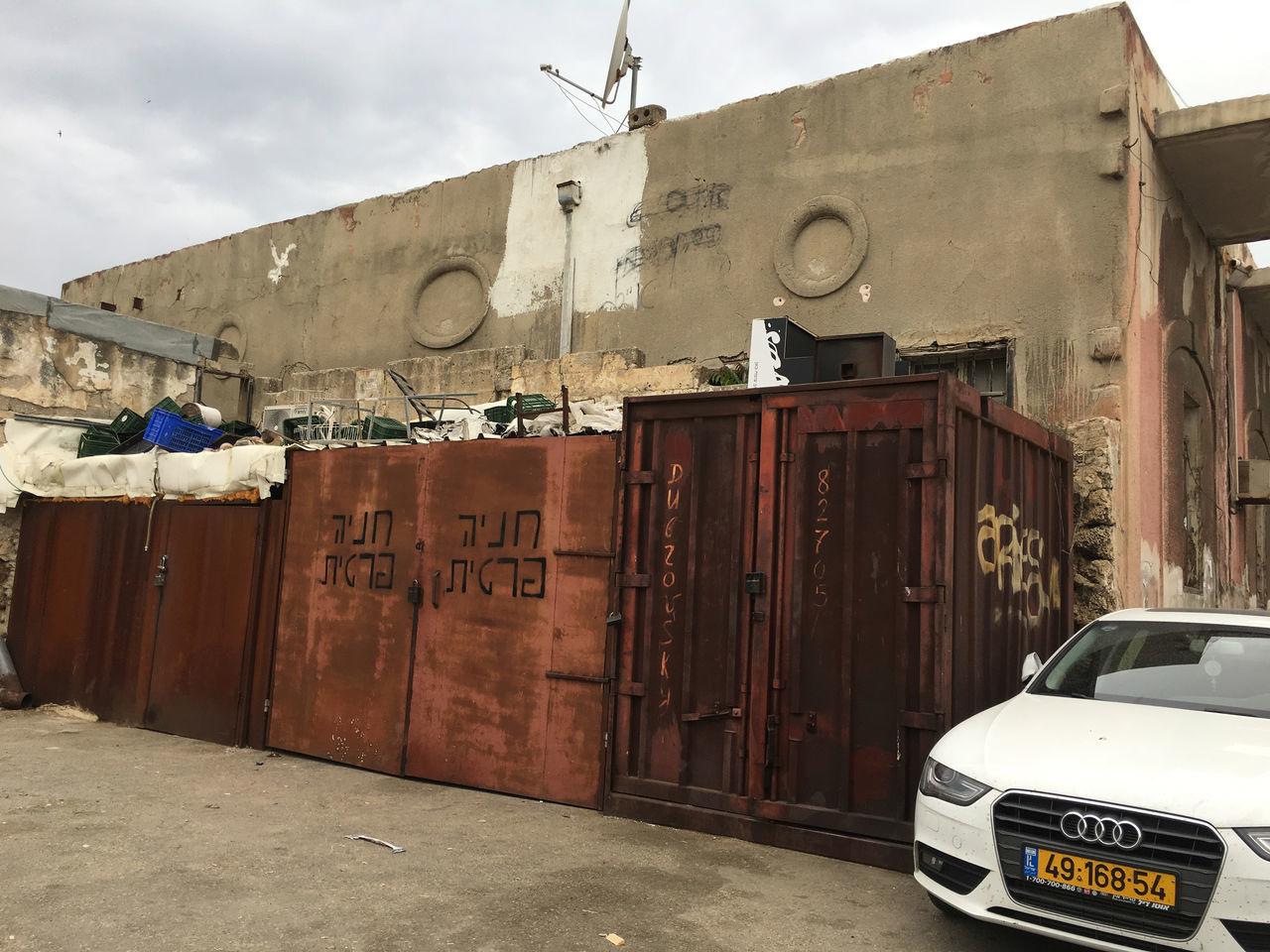 Nine Circles of Jaffa Parking Audi Car Circles Circles Pattern Garbage No People Rust Wall