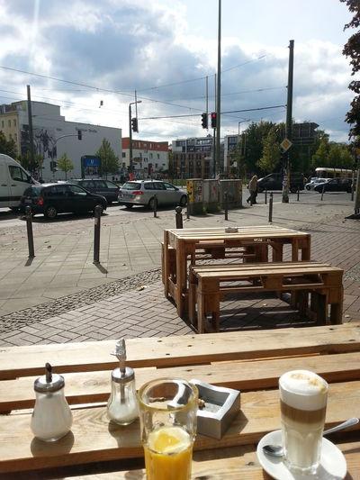 14 Uhr - normale Berliner Frühstückszeit.