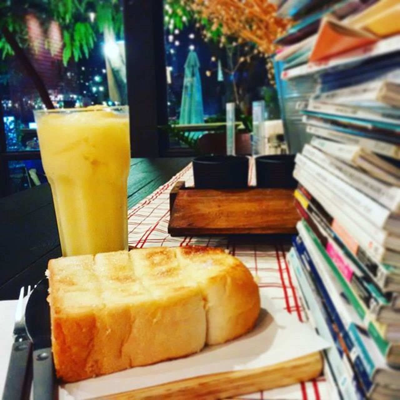 """Mango smoothie & """"Better Together Song"""" Photo by Blackberryclassic Blackberryclubs Jackjohnson Waitingmyparents แค่เพลงกับมะม่วงฟินละ Coffeeshops  Mango Smoothies Smile Chill Saturday Happiness Love Photooftheday Lomo Abstract Art Toyphotography Toycamera Bangkok Thailand Cafe Feelsogood"""