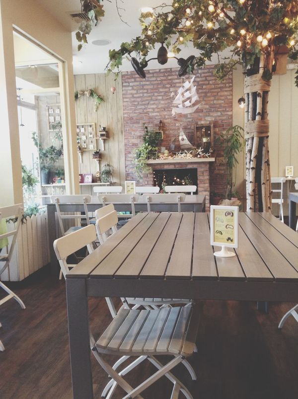Cafe bench, nice place to talk and catch up. Cute Cafe Vgvg Cafe NYC