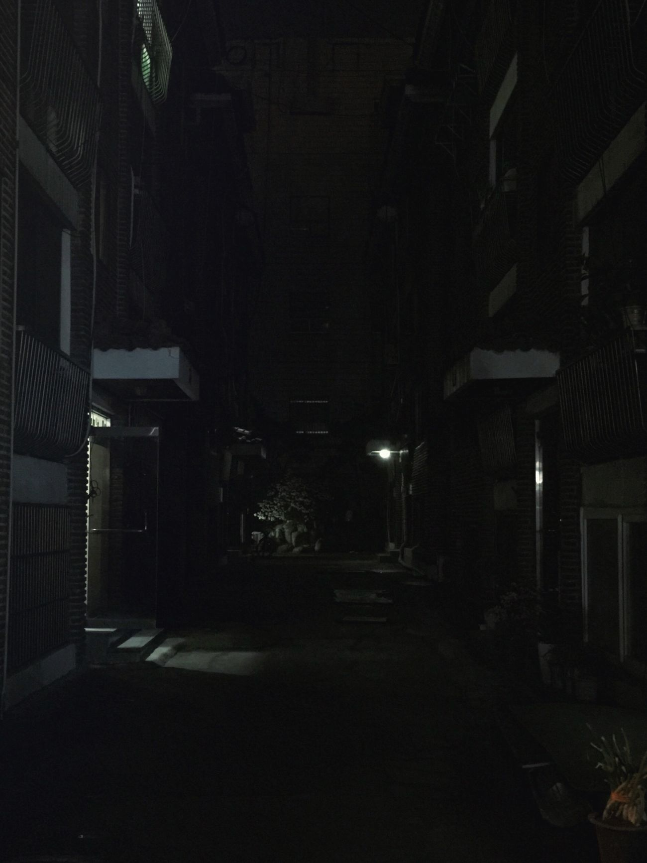 Night Apartments 밤 001