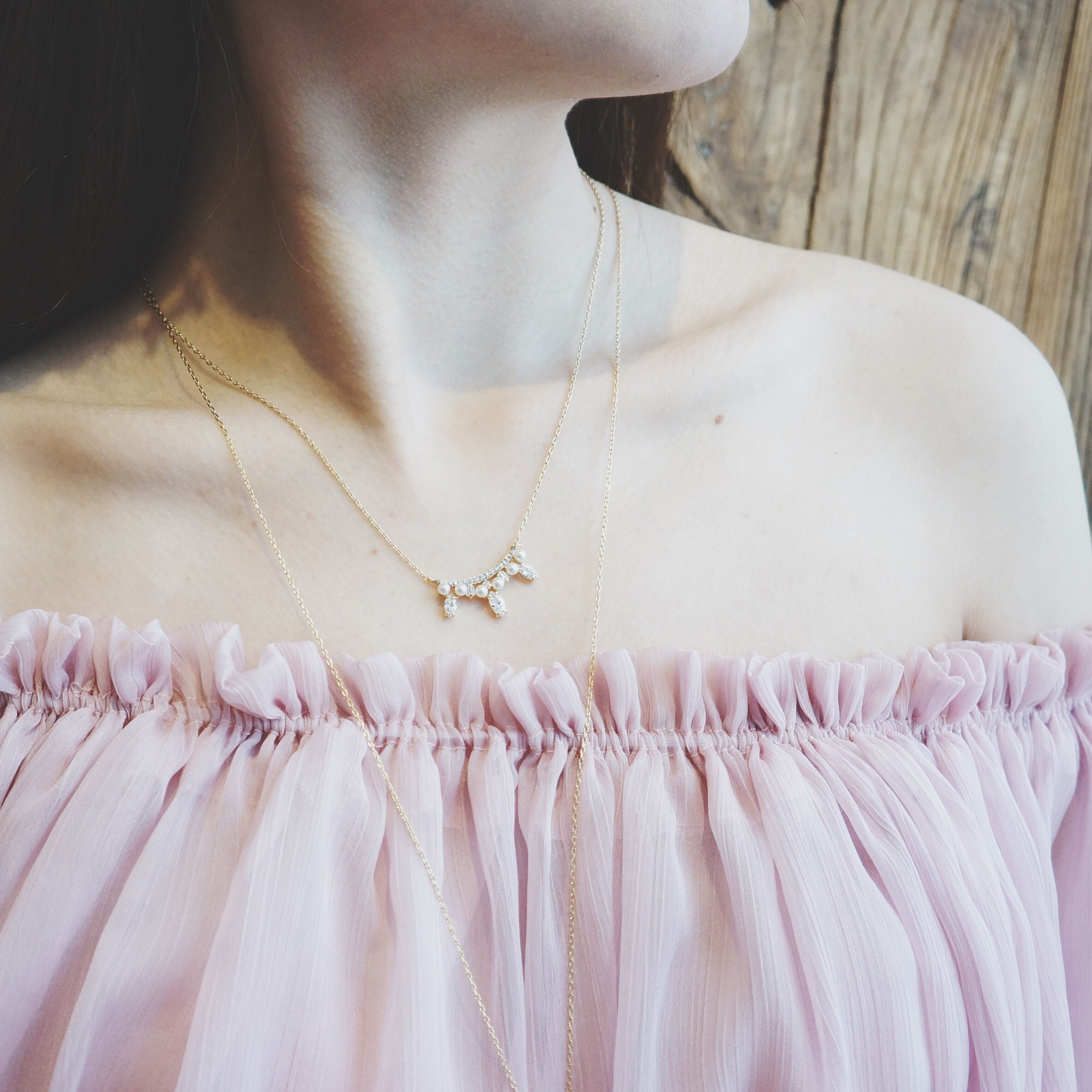 necklace, midsection, one woman only, adults only, fashion, only women, close-up, hanging, indoors, one person, jewelry, day, adult, people, wedding dress, human body part