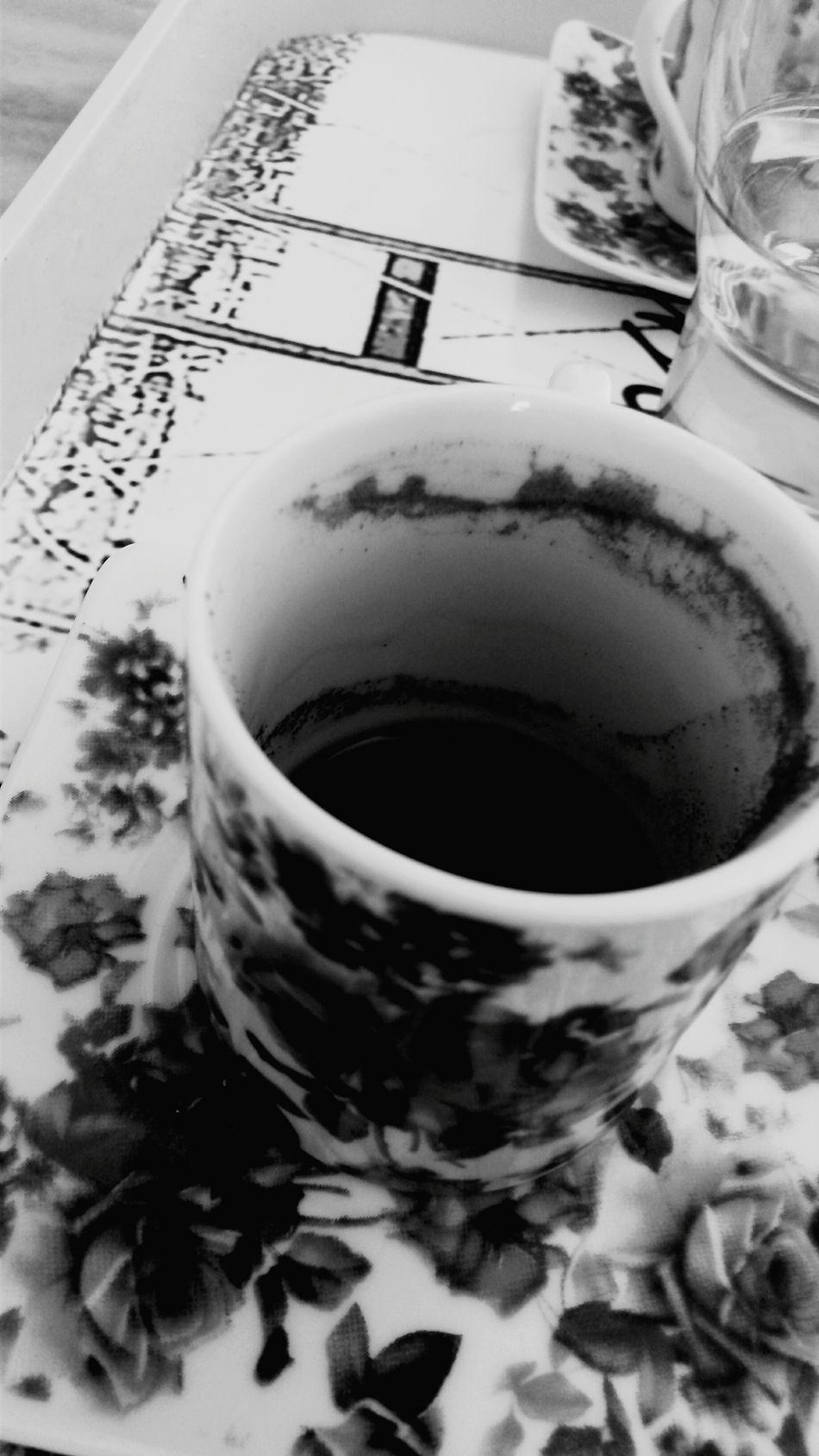 Bi Kahve ?Yakalım mı bi sigara, içimizde ölenlerin şerefine... gömmeyelim yakalım onlarida... N.E Gelsen Diyorum Drink Food And Drink Refreshment Tea Cup Cup Tea - Hot Drink Saucer Freshness Close-up Indoors  No People Day