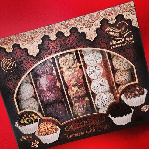 Tamaria with nuts from Kingdom Dates in Dubai... I am so overjoyed! #yummie Spezialitaet Specialties Dubai Spezialitaeten Sweets Tamaria Specialities  Kingdomdates Foodporn Pralinen Nuts Candies UAE Speciality Yummie Praline Suessigkeiten Specialty Delicacy