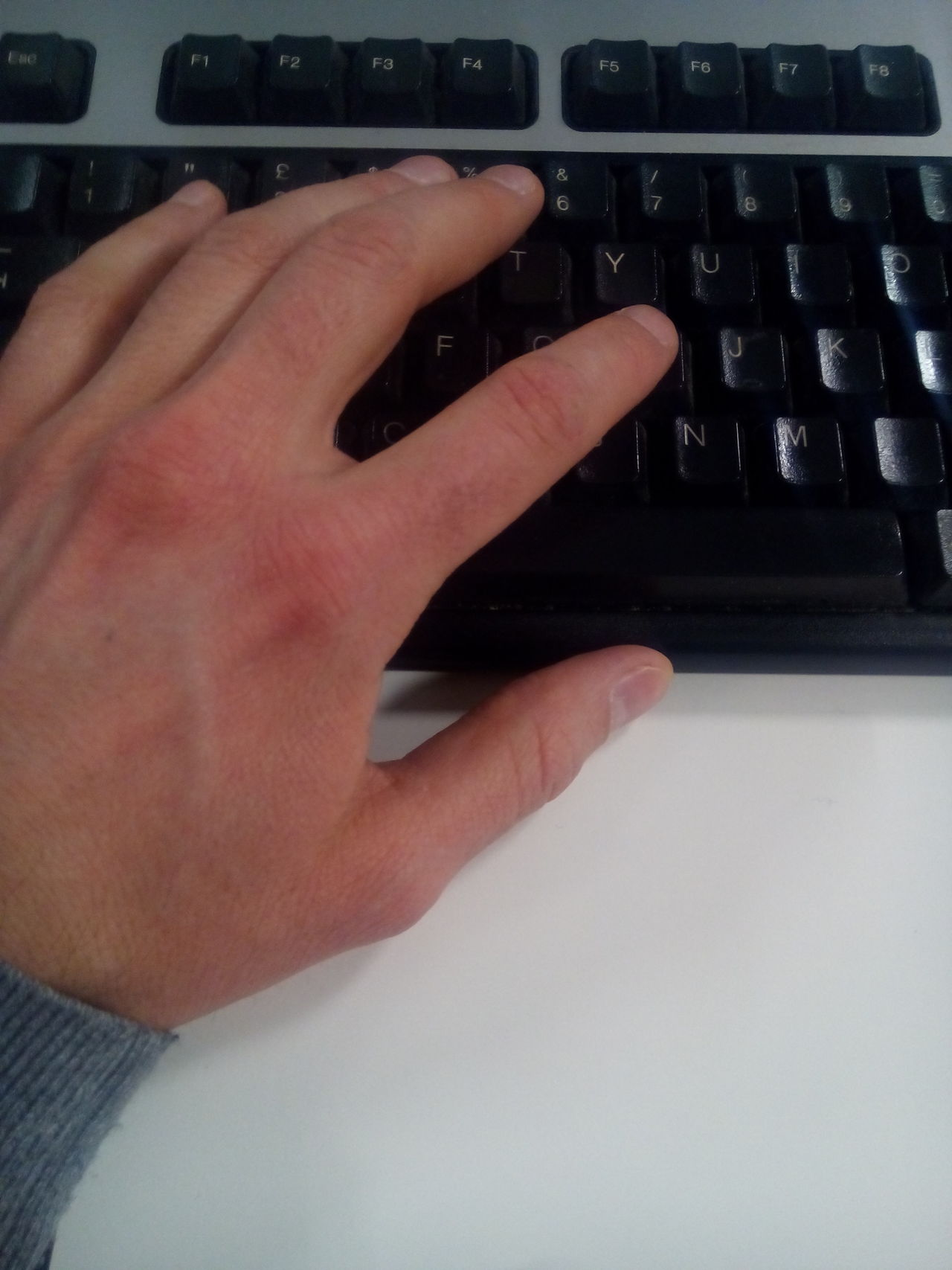 Human Body Part Human Hand People One Person Table Indoors  Day Office Building Office Informática Information Technology USB USB Connection Keyboard Keyboard Whit Hand Usb Keyboard