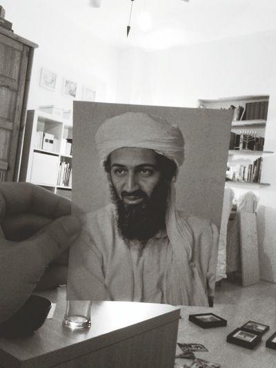 Wieso hat meine Frau eigentlich ein Foto von Bin Laden zwischen ihrer Fotosammlung?