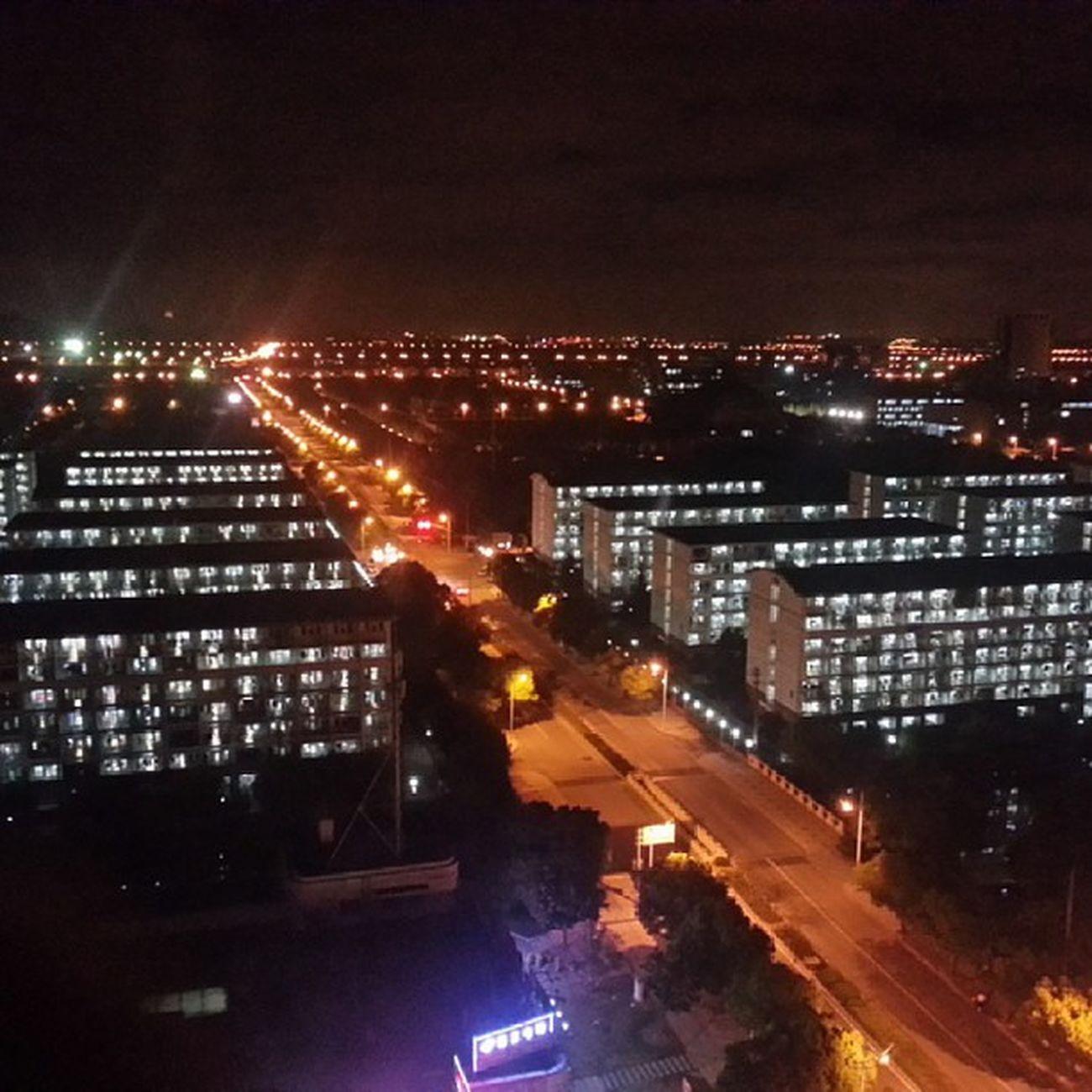 在立信新楼上俯瞰寝室楼群
