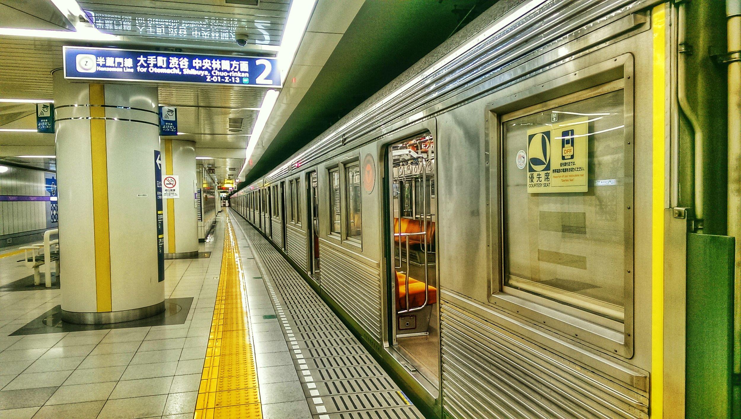 Train Station Underground 半蔵門線 地下鉄
