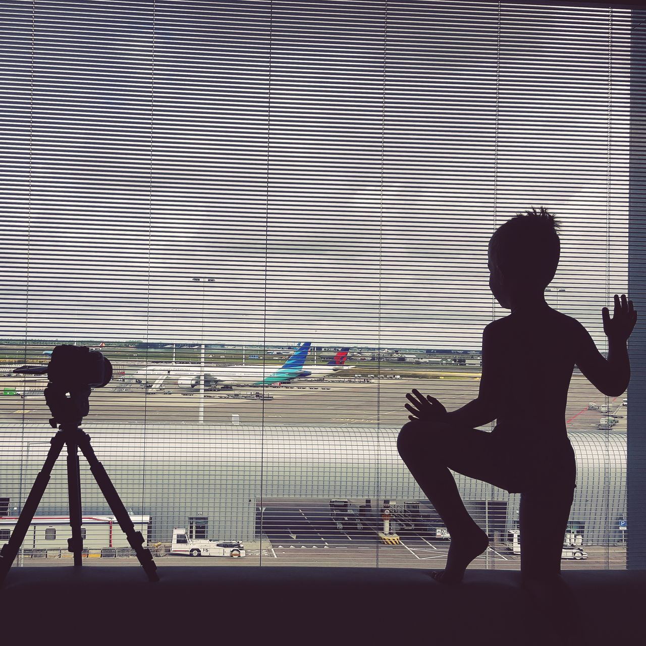 Silhouette One Person People Standing Indoors  Boy Aeroport Siluet Trip Tripers