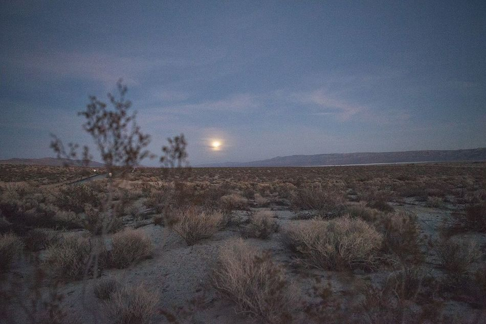 Full Moon Wolf Moon Desert Roadtrip Landscape Bucketlist Moon Mojave California Deserts Around The World