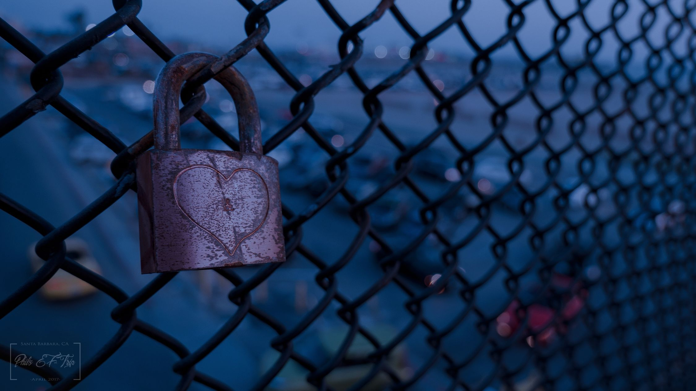 ✖️❤️🔒✖️ Chainlink Fence Security Metal Love Love Lock Make Love Not War Make Love California Love Santa Monica Phil Be No People Focus On Foreground