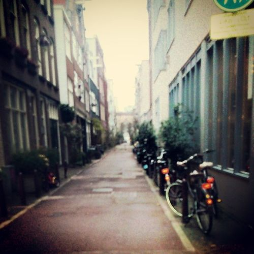 Ahh this place is soo pretty!!!!! Amsterdam Cute Sidestreet Canistay