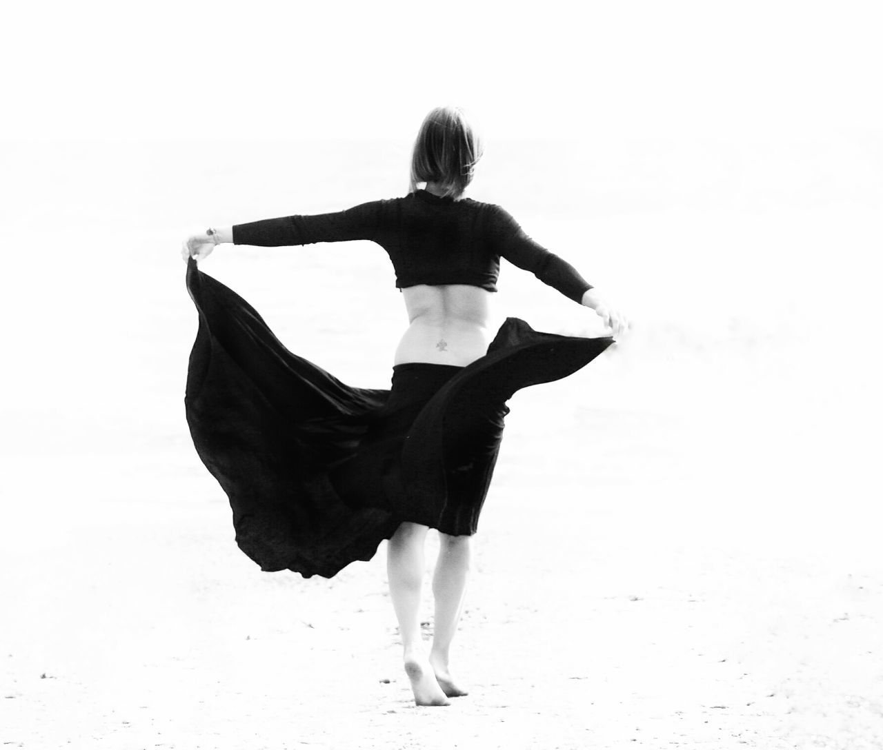 Baila para mi Dancing Eyeemphotography My Bw Obsession Blac&white  People Photography Black And White Dance For Me Elégance