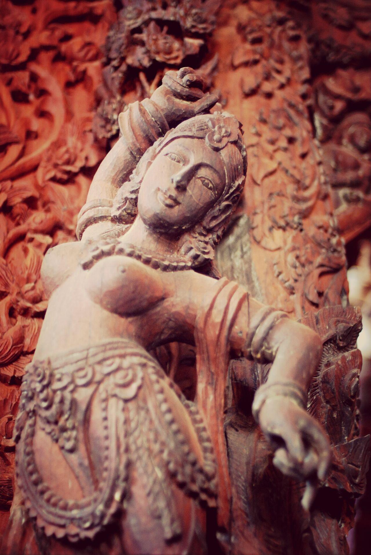 Танцовщица в храме в Паттайе. Таиланд арт  Thailand Art