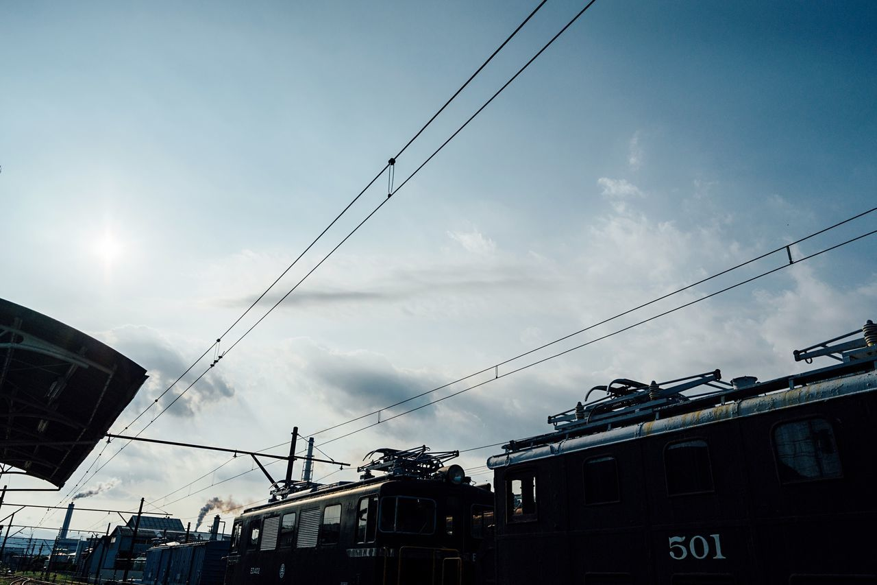 Hot Day Low Angle View Local Train Summer ☀ Travel Atomosphere Sky And Clouds No People Summer Sky And Clouds Train Station Shizuoka,japan August 2016 August Capture The Moment Outdoors Chimney Electric Locomotive Trainphotography Old Train Old Station Station Roof