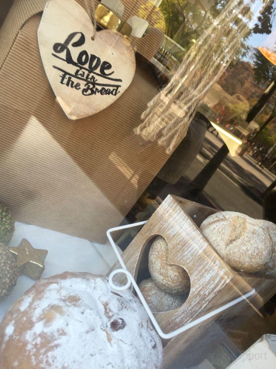 """Loveisinthebread Panescreativos DanielJorda Baker Bakery Bakerylove Bread EnergySupportBcn .@PanesCreativos 🙌🏻 @jordadaniel ¿Te sumas al #proyecto? #pontelacamiseta #niñosfelices #soliradidad #becascomedor #Educo 🙌🏻 👐🏻 Último Post #solidario del año para ti #PanesCreativos by #DanielJorda por tu gran iniciativa #solidaria 👫 """"ningún niño sin pan 🍞"""" #CamisetasSolidarias (agotadas hasta enero) Plaza Garrigo, 5 08016 Bcn 📞 +34 933 520 481 👕 info@panescreativos.com 👑 panescreativos.com #loveisinthebread #camiseta #bakery #panaderia #fleca #bread #pan #pa #tshirt #samarreta #solidari #solidarity #children #nens #niños Mira las fotos en: https://www.swarmapp.com/c/6EP7fAEGtaG 👫 #peques Mi gran debilidad❣ #diciembre2015 #prescriptores #Post @energysupport 📷 Photo Credit: #energysupportbcn #Barcelona #Catalonia #Spain #Europe #gracias #gracies #thankyou"""