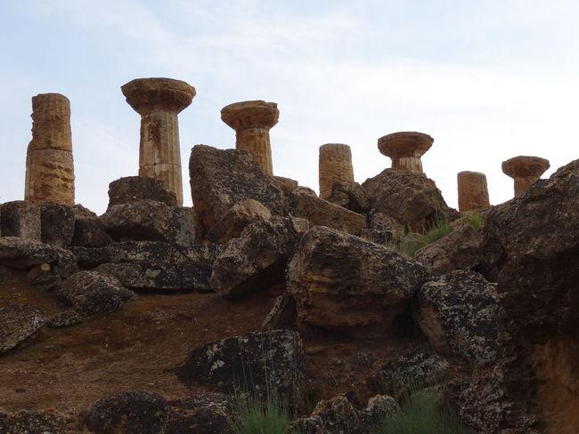 Giganti memorie di un passato colossale Agrigento Ancient Ruins Beauty In Nature Columns EyeEm Best Shots EyeEm Italy Remote Rock - Object Stones The Past Tourism Valle Dei Templi Giant Structure