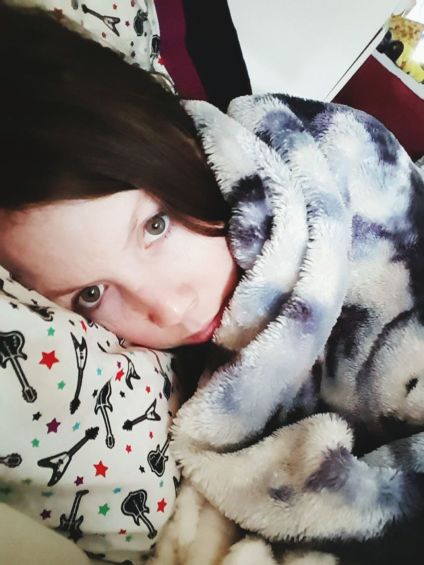 When you dont wanna get out of bed. Sleepy Tired Bedselfie Tiredselfie Selfie ✌ Pretty Girl Pregnant Pregnancy Nomakeupselfie Beautiful Girl Tiredmommy Momlife Motherhood Mommy