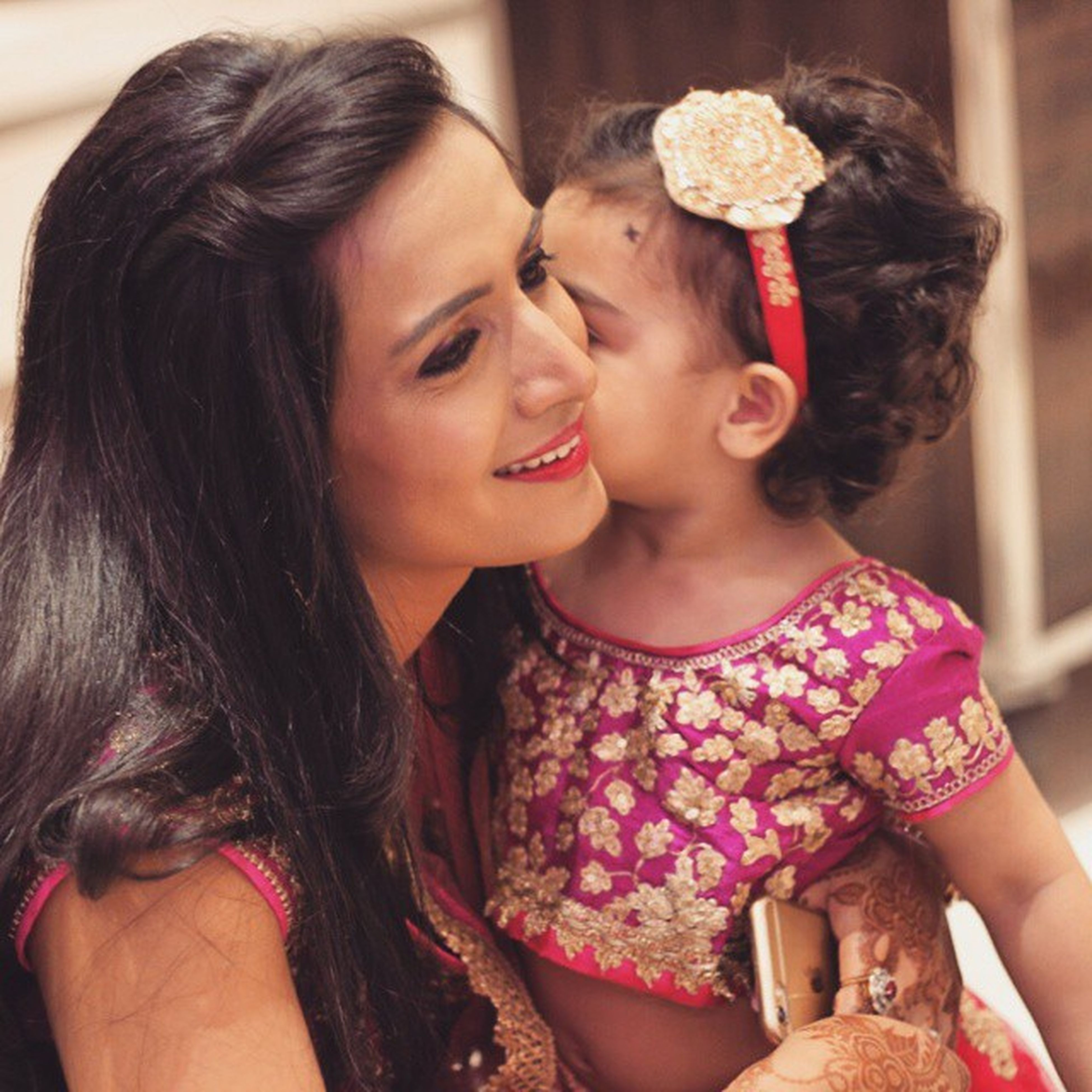 Beautyful  Cute Prety Bitya Love Kiss Feel Mother Happymother Care Beautqueen Happyclicks Photography Enjoying Gulfam Fotofinch Delhi Dreamgrand