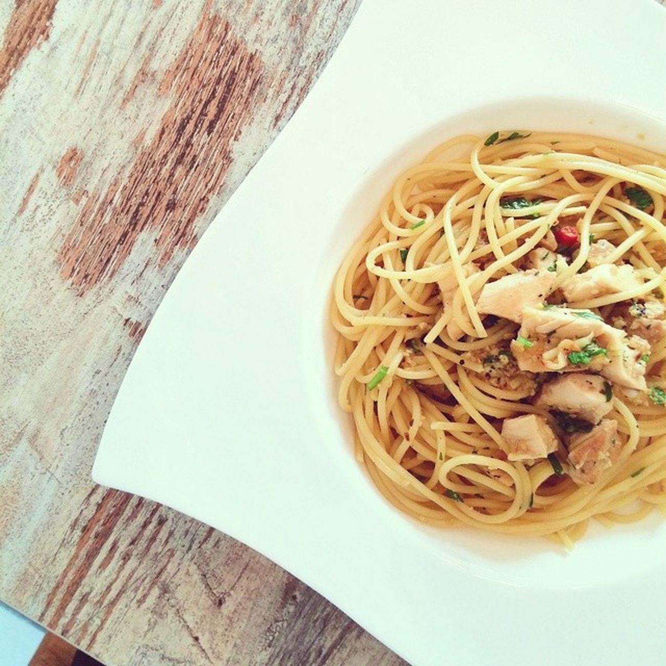Chicken Olio. Got that smoky chicken taste but quite nice. Burpple Pandelightsbistro Bukitmerahcentral Hdbcafe cafesg
