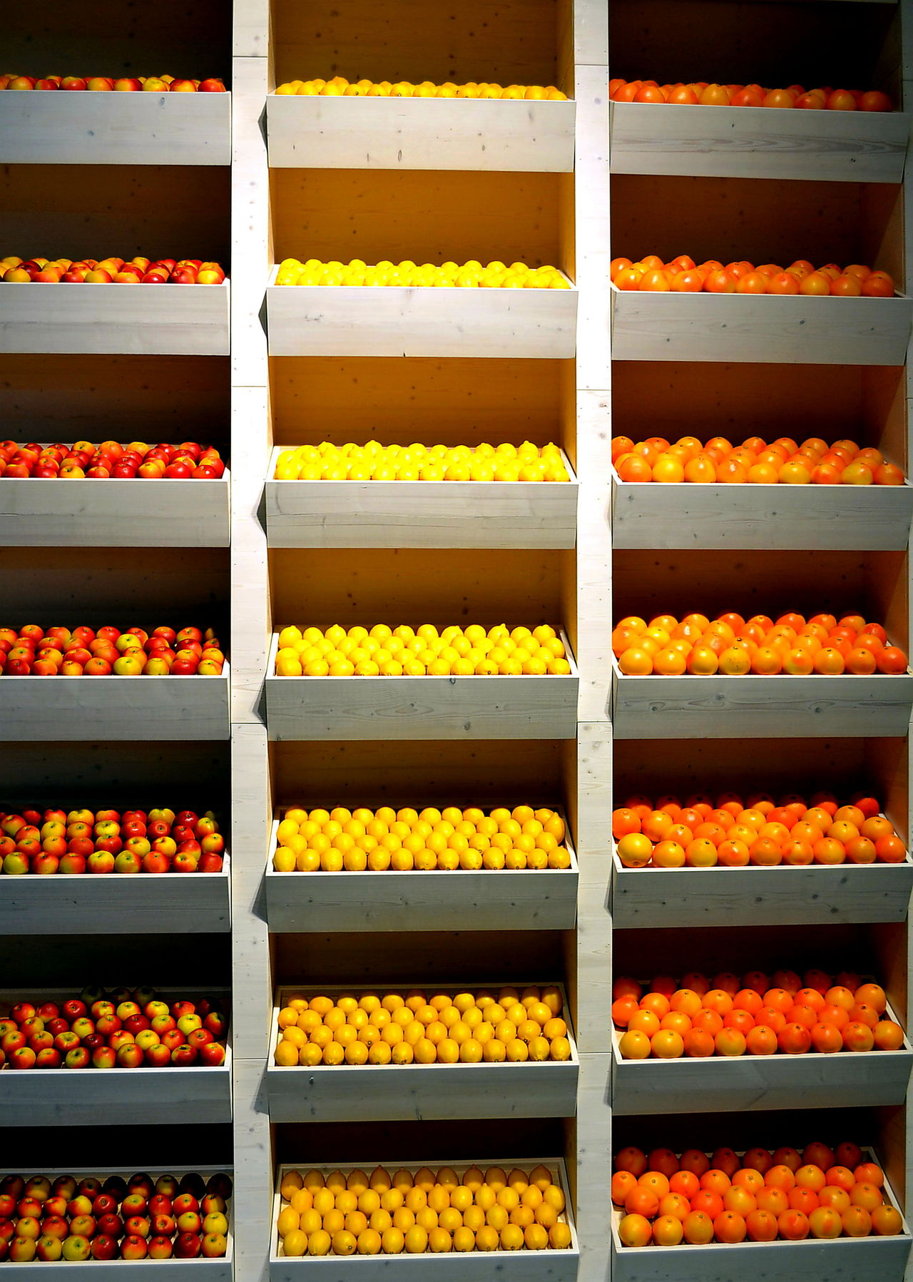 Beautifully Organized Fruits Yellow Food Colour Of Life No People Freshness Regale Regale Orange Zitrone Lemon Apple Shelves