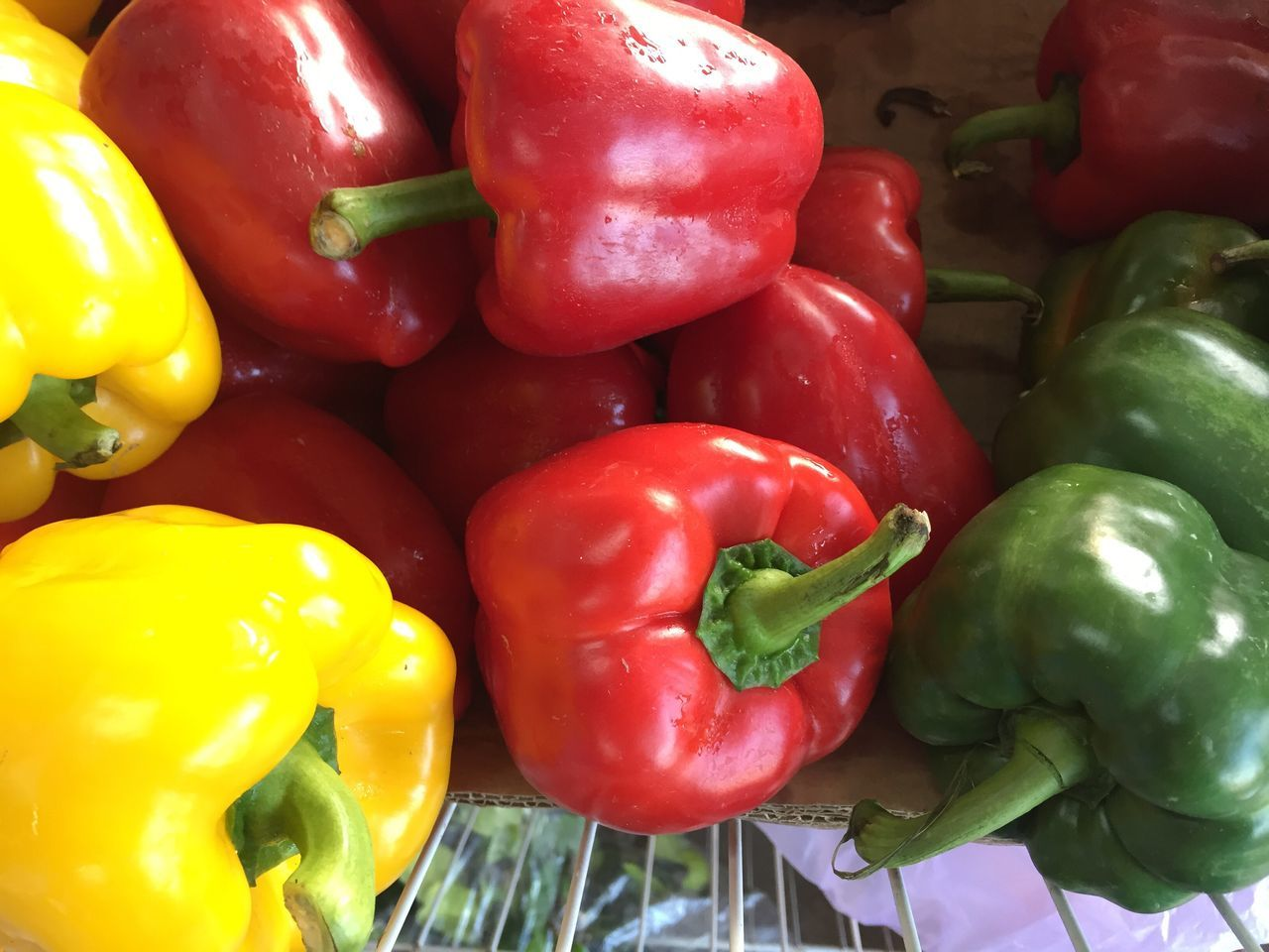bell pepper, vegetable, red bell pepper, yellow bell pepper, green bell pepper, full frame, food, food and drink, pepper - vegetable, still life, healthy eating, freshness, no people, red, backgrounds, for sale, abundance, raw food, variation, market, green color, close-up, indoors, day