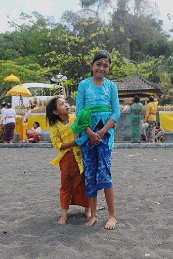 Littlegirls Faces Expression Taking Photos Touching Balinese Life Bali, Indonesia Besttrip  Travel Travel Photography Aroundtheworld Passion Onemore Travel EyeEm Hanging Out Enjoying Life