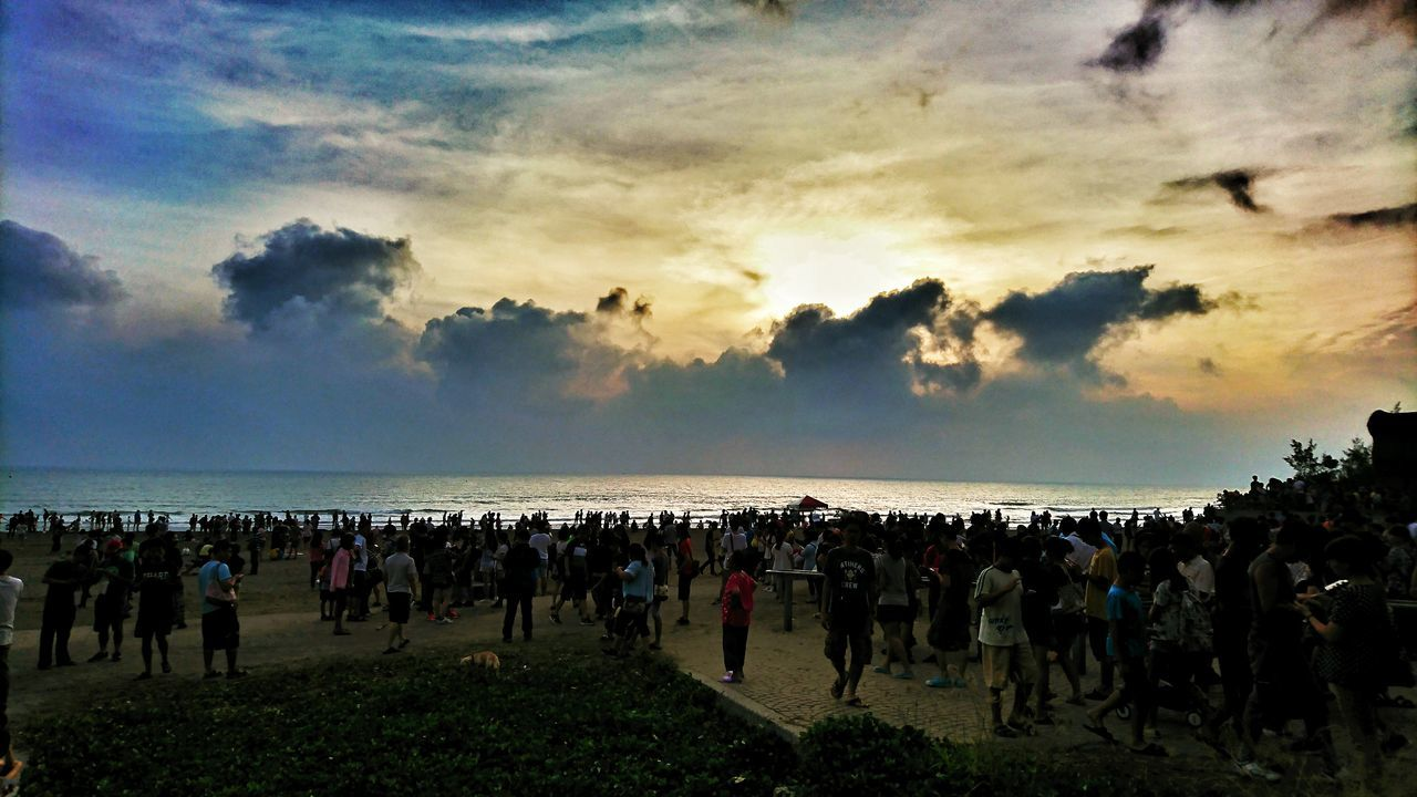 beach, sky, sea, cloud - sky, large group of people, nature, sunset, horizon over water, water, beauty in nature, outdoors, real people, scenics, lifestyles, women, men, vacations, day, crowd, people
