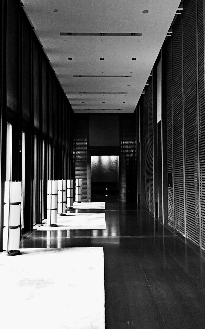 flooring, indoors, architecture, built structure, corridor, no people, the way forward, passage, architectural column, day