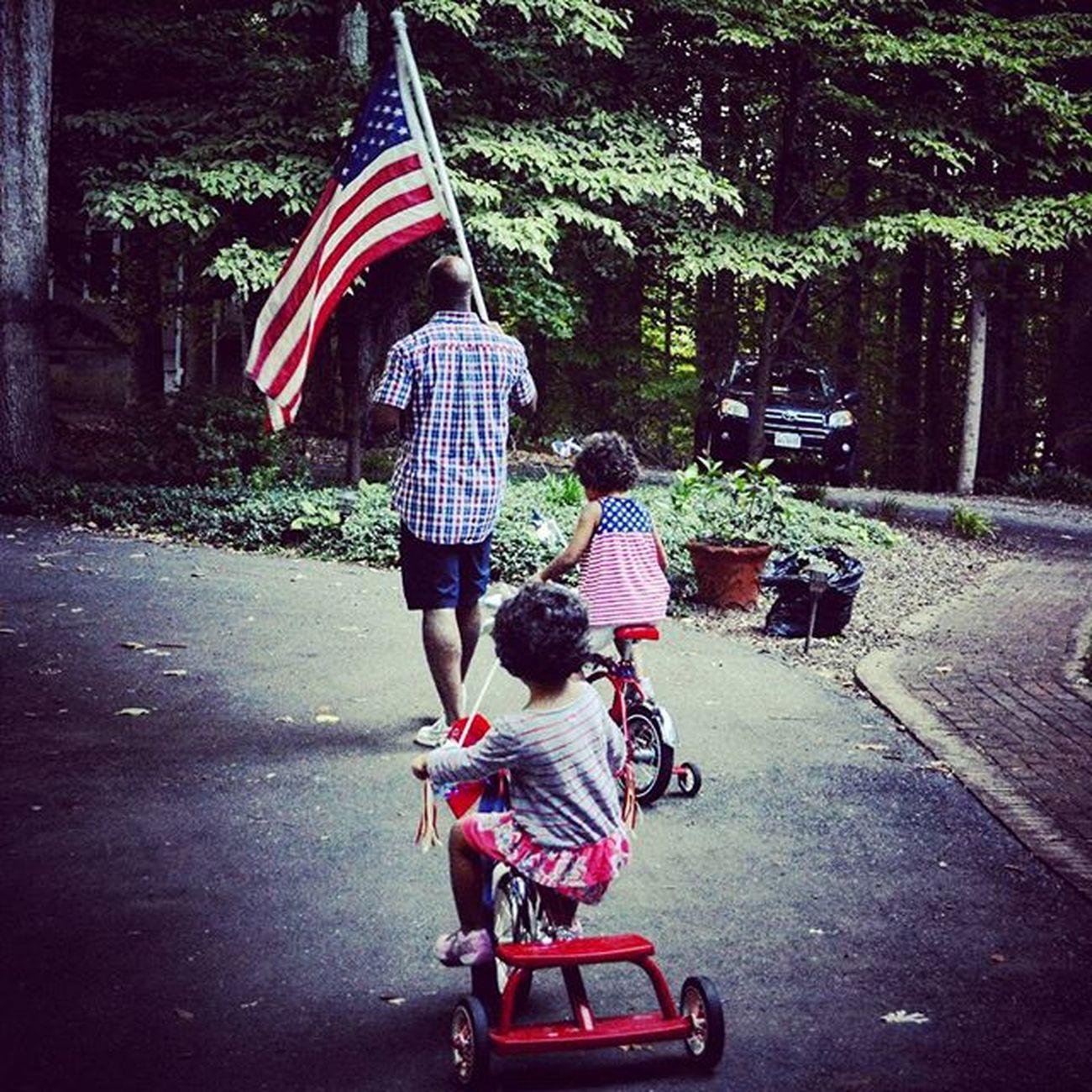 And there goes the parade! 4thofjuly Fourthofjuly2015 Fourthofjulyweekend TeamPinnock Fatherhood Moments
