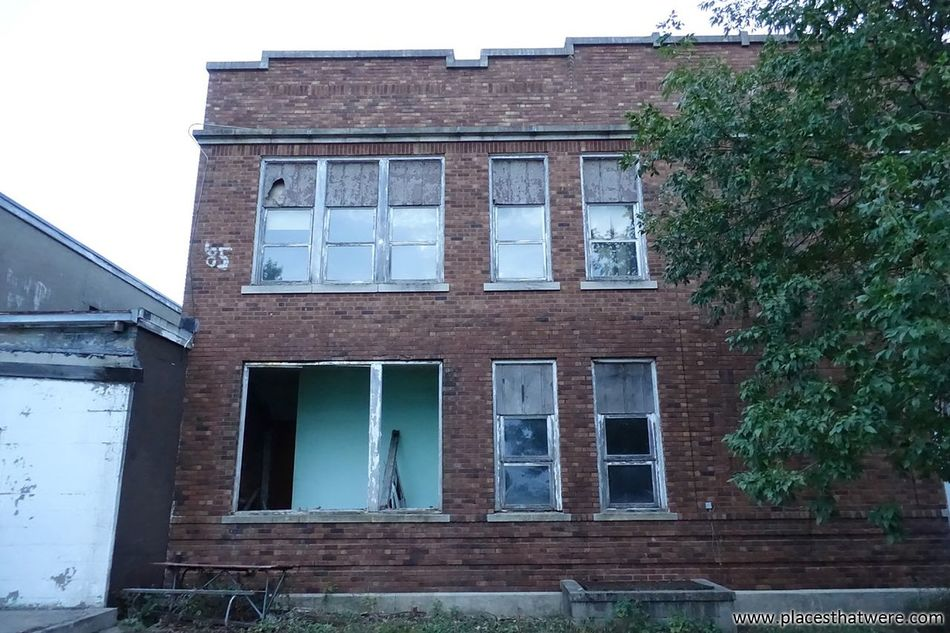 Broken windows More here: http://www.placesthatwere.com/2016/09/creepy-abandoned-schools-of-rural-iowa.html Clutier Abandoned Places In Iowa Abandoned School Abandoned Creepy Broken Windows Iowa Abandoned & Derelict Decay Abandoned Places Urban Exploration Urbex Abandoned BuildingLush Foliage Building Exterior Dysart Geneseo No People Abandoned Iowa Windows Boarded UpDeterioration Run-down Brick Building