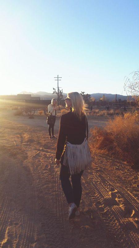 Desert California Joshua Tree Pappy & Harriets Pappyandharriets Pioneertown Pioneer Town Girls Night Girlfriends Friends Sunset Desert Sunset Backlit Bestfriend Lifestyle California Lifestyle