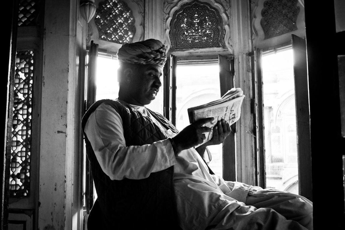 Travelphotography Travelling Travel Photography Travel Picturing Individuality Black And White Photography Black & White Reading Reading The News Guard Guardian Jodhpur India Indian Turban Palace Rajasthan Blackandwhite Photography Black And White Portrait The Portraitist - 2016 EyeEm Awards