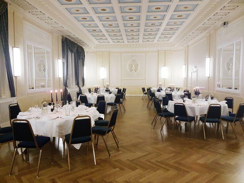 Indoors  Luxury Architecture Klassisch Klassisches Gebäude Muster Interior Views Ceiling Interior Design Architecture Angerichtet Essen Eating Dinner Dinner Dinner Time Dinner Room House Scene Szene