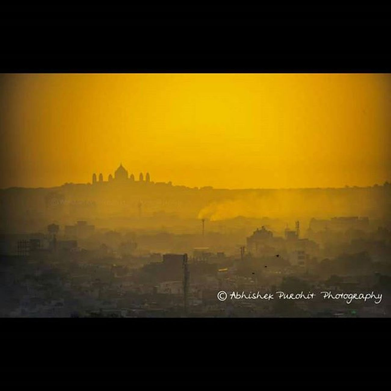 Jodhpur's taj mahal silhouette and cityscape clicked during magical morning golden hours.Photographie  Igersjaipur Gioneeshutterbugs Jodhpur Travel Concept Jodhpuri Knowledge Learn Learning India Indian Rajasthan Like4like Igersjodhpur Picoftheday GoldenHours Morning Pic hours Silhoute umaid bhawan Cityscape