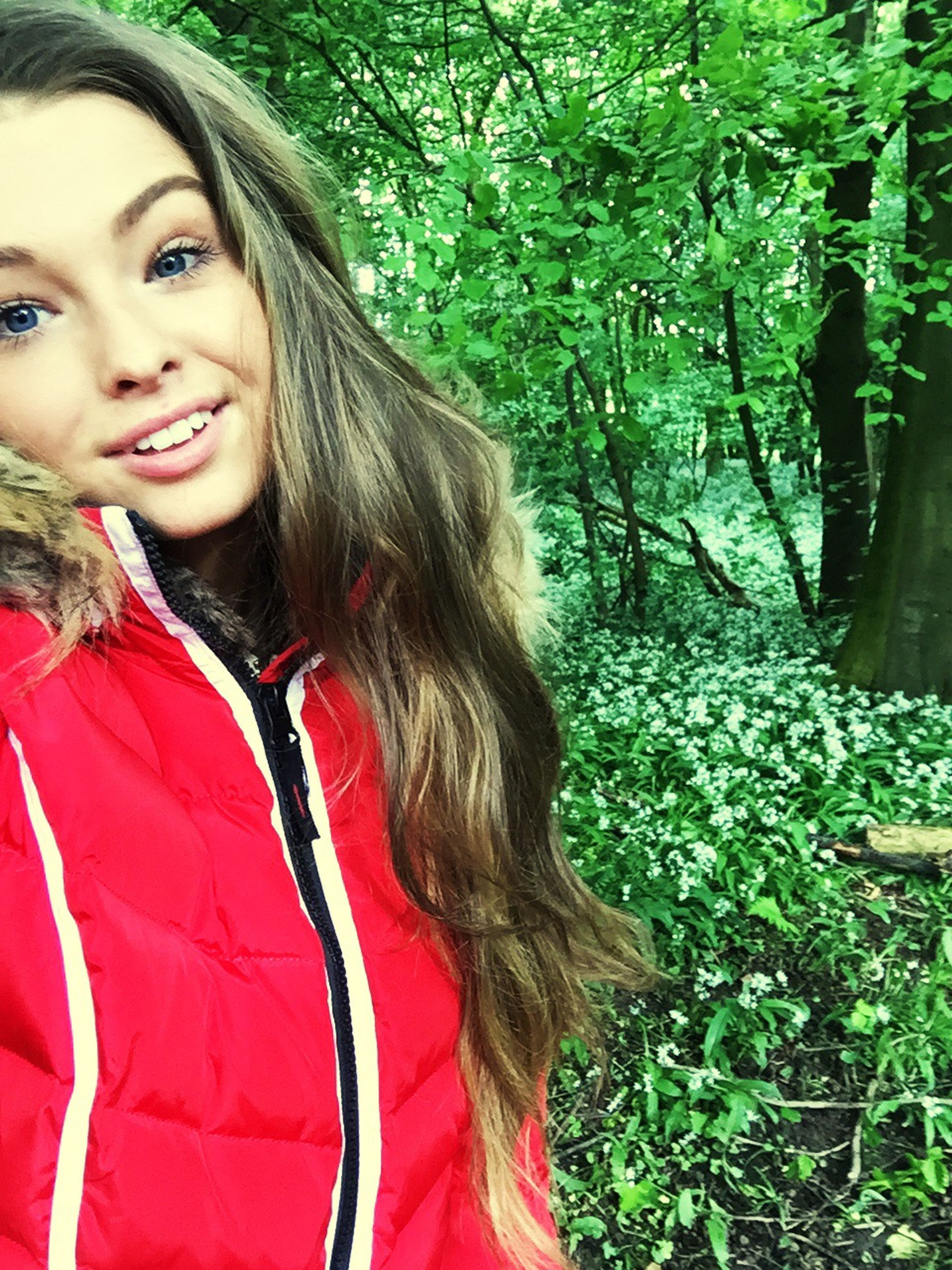 young women, person, young adult, lifestyles, long hair, leisure activity, casual clothing, looking at camera, portrait, smiling, tree, front view, flower, waist up, park - man made space, standing, red
