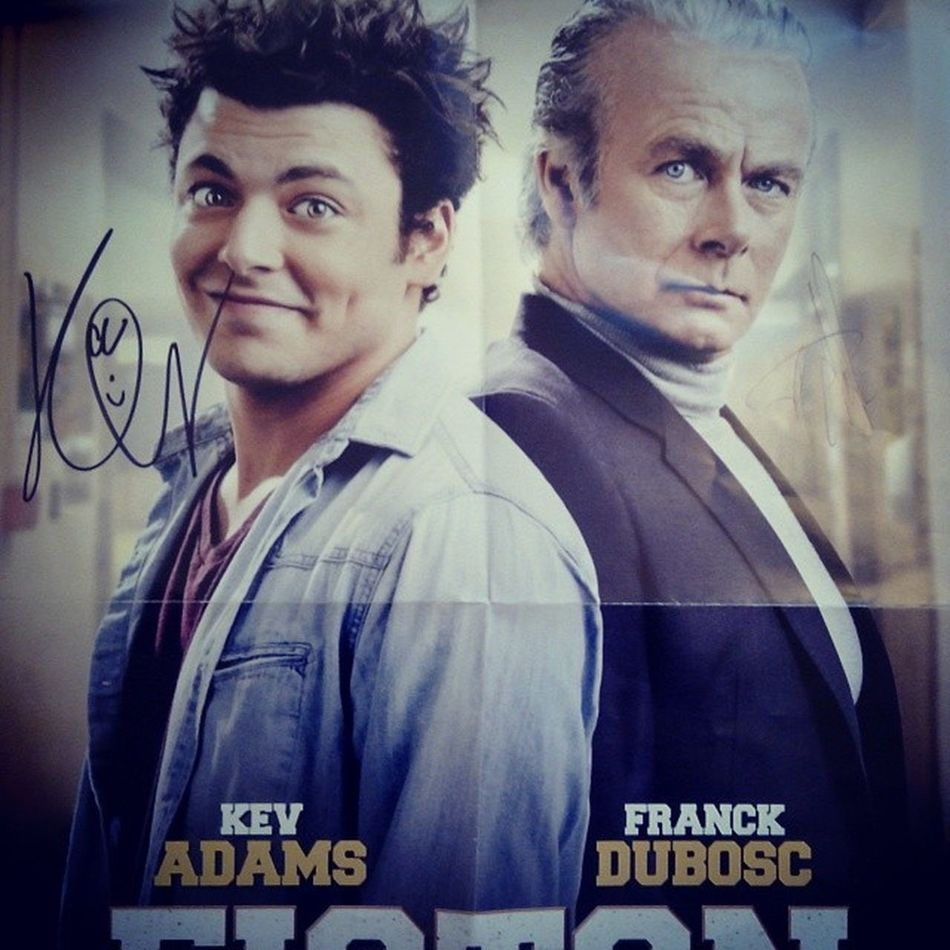 Autographe KEV Adams Franck duboscfistonpostertropcontentevoirkevadamstroopbienfilmtropouffsortiele12marsfouriregarantiAVP
