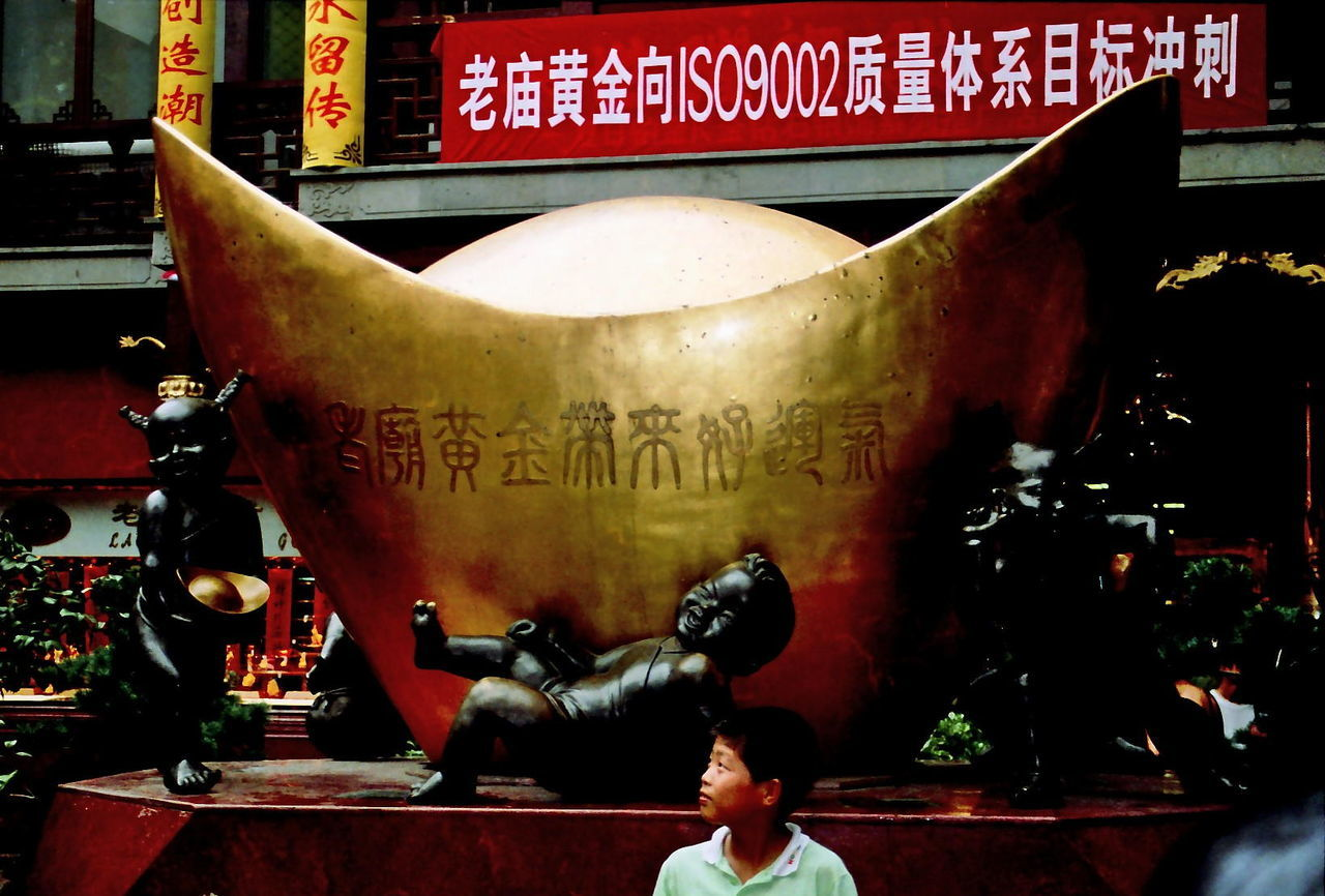 Looking to future wealth! Business China, Shanghai, Wealth, Gold, Future, Prosperity Close-up Communication Directly Above Information Occupation One Person Sign Still Life